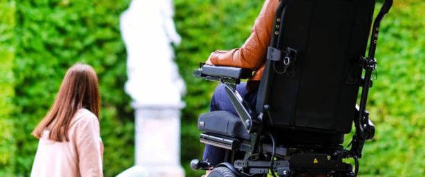 Daño cerebral eligiendo la silla de ruedas motorizada adecuada
